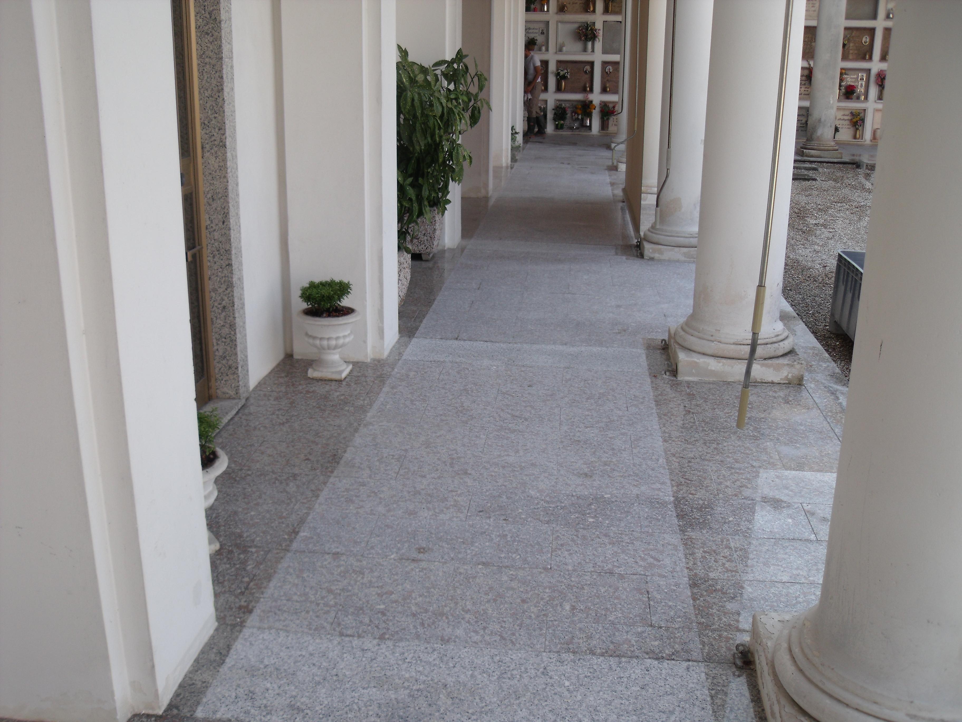Pavimento in granito bocciardato