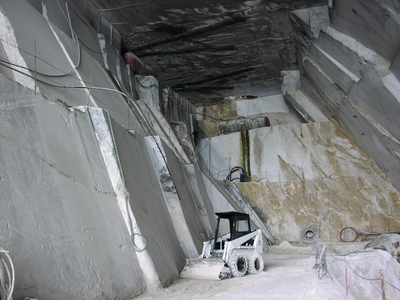 Cava di Marmo Bianco Carrara